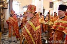 В день памяти своего небесного покровителя архиепископ Артемий совершил литургию в кафедральном соборе Гродно
